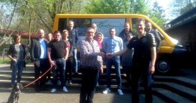 Neuer Handballvorstand und Übergabe Mannschaftsbus durch FXH
